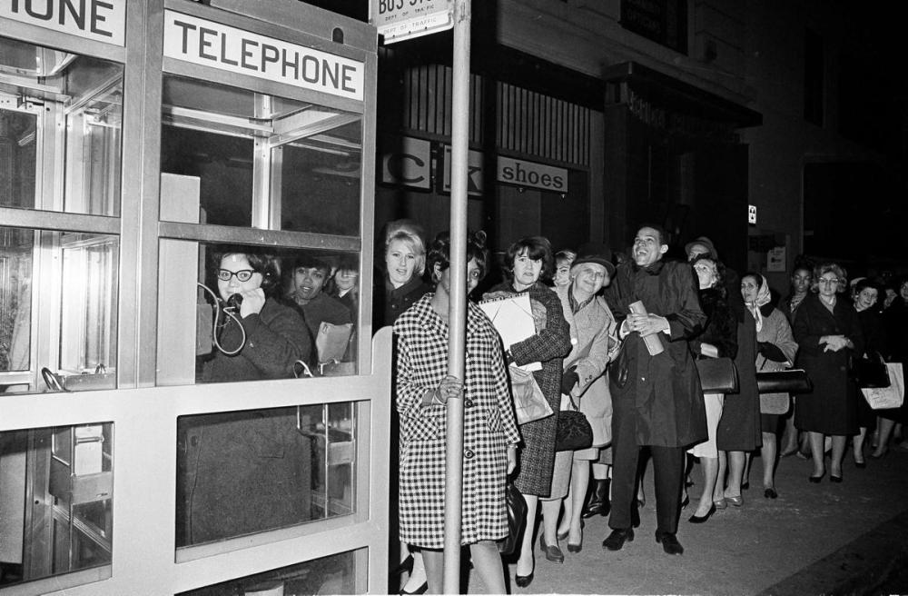 workers-wait-pay-phone