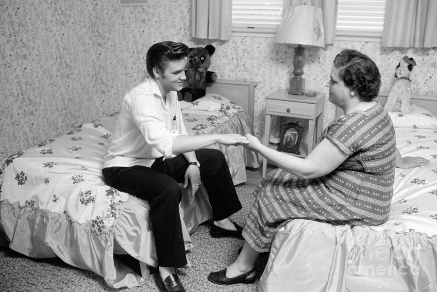2-elvis-presley-and-his-mother-gladys-1956-phillip-harrington