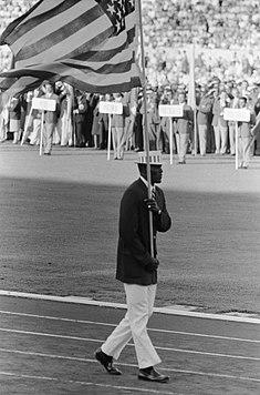 235px-Olympische_Spelen_te_Rome_Opening_USA_vlaggendrager,_Bestanddeelnr_911-5404